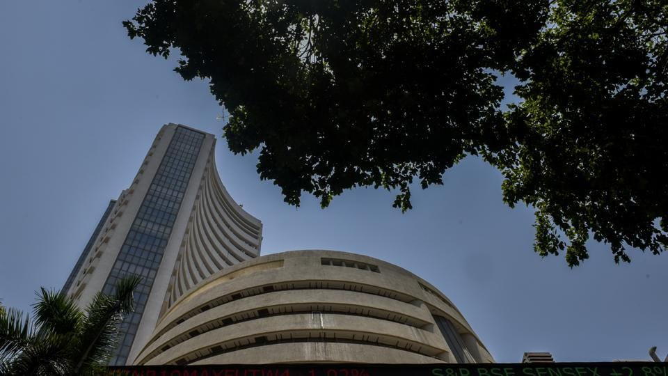 The BSE benchmark Sensex plunged 554 points Thursday, dragged down by losses in banking, energy and capital goods stocks even as the RBI cut the policy rate to shore up growth. Slashing benchmark lending rate for the third time this year, the central bank cut the repo rate from 6% to 5.75%, the lowest in nine years. (Kunal Patil / HT File)