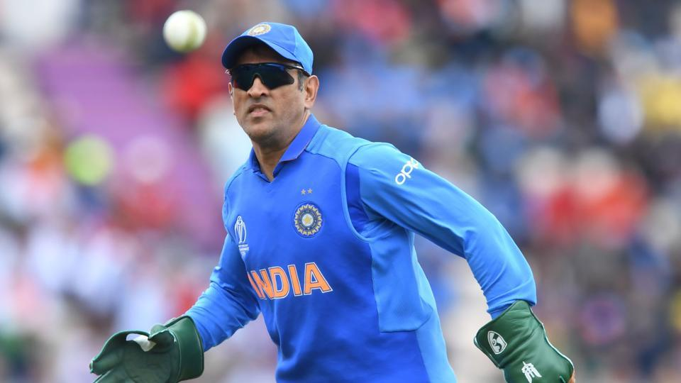 Request MS Dhoni to remove Army insignia from gloves: ICC to BCCI