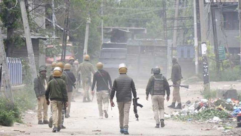 Four militants, including two former special police officers (SPOs), were killed by security forces in a gun battle that lasted more than 12 hours in south Kashmir's Pulwama district. Photo by Waseem Andrabi / Hindustan Times)