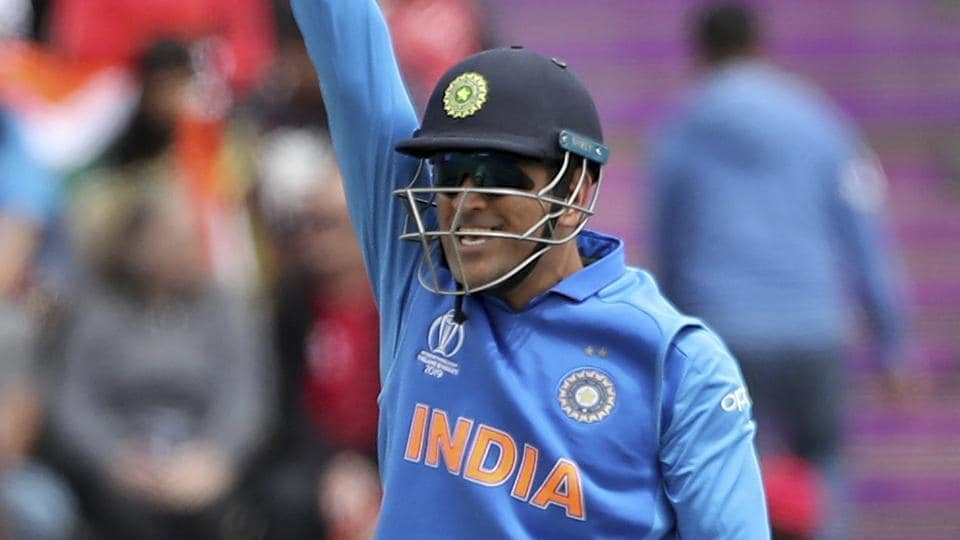 Smriti Irani shows solidarity with Indian Army amid MS Dhoni gloves row
