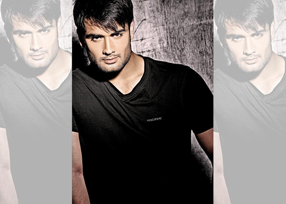 Vivian Dsena says if not an actor, he'd have been a footballer!T-shirt, Westsport