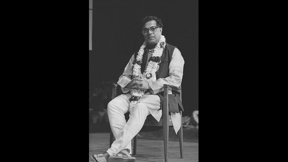 Girish Karnad addresses a gathering during the Sahitya Akademi Award ceremony in New Delhi, on February 21, 1995. He served as director of the Film and Television Institute of India (1974–1975) and chairman of the Sangeet Natak Akademi (1988–93). He also served as director of the Nehru Centre and as Minister of Culture at the Indian High Commission, London (2000–2003). (Sanjay Sharma / HT Archive)