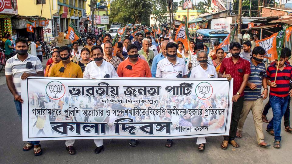 BJP activists take part in a silent march as they observe Black Day over the killing of their party workers in various political clashes, Balurghat, South Dinajpur, West Bengal, June 10, 2019