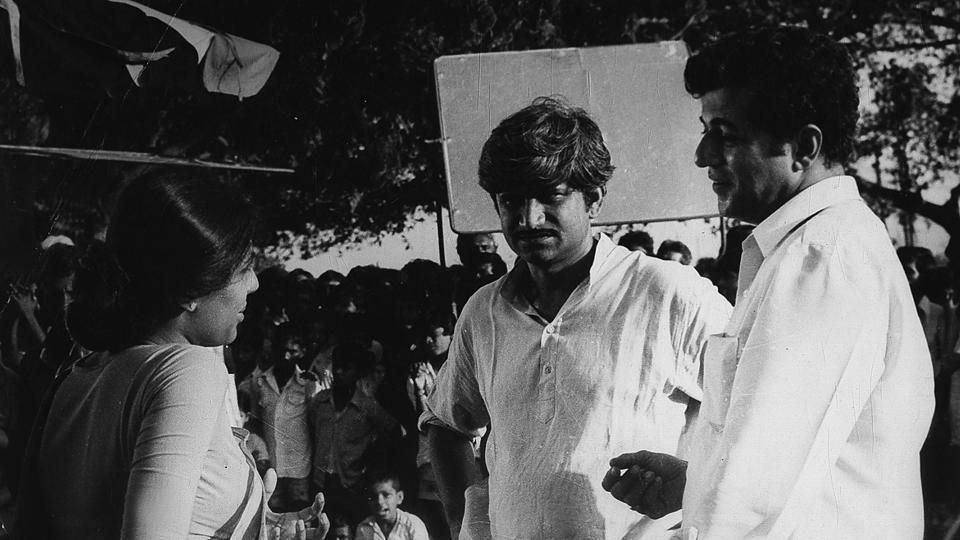 "Smita Patil, Jabbar Patel and Girish Karnad (R) during the filming of Jabbar's ""Subah"". Karnad made his acting as well as screenwriting debut in the Kannada movie Samskara (1970) based on a novel by U.R. Ananthamurthy and it won the first President's Golden Lotus Award for Kannada cinema. (HT Archive)"