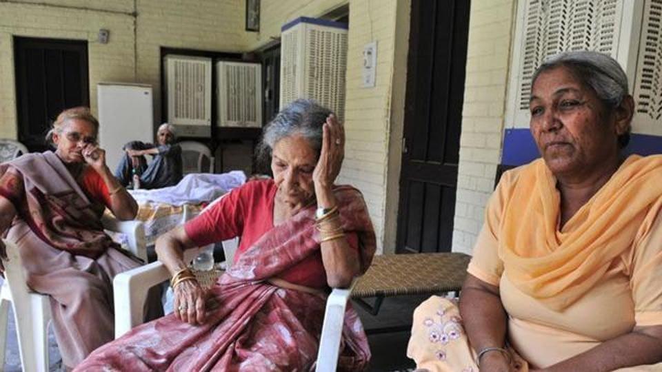 Abandon,elderly parents,sons