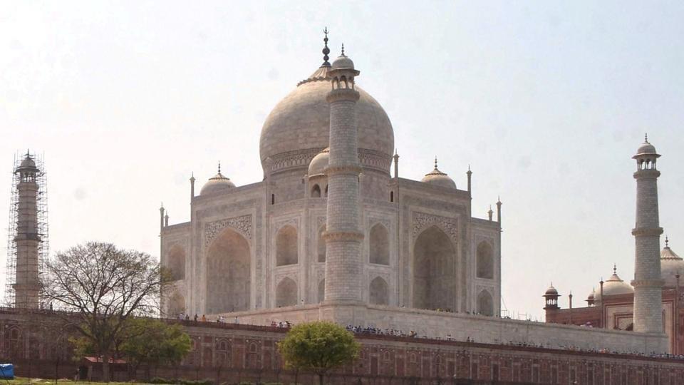 Taj Mahal,3-hour time limit,Tourists