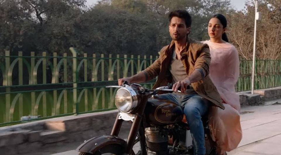Shahid Kapoor and Kiara Advani in a still from Kabir Singh song Kaise Hua.