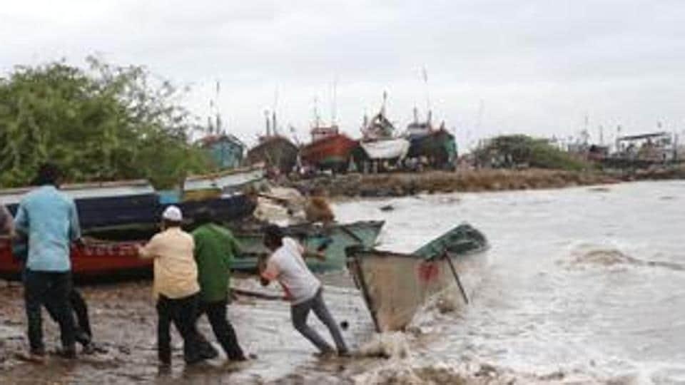 Cyclone Vayu,Veraval-Amreli,special relief trains