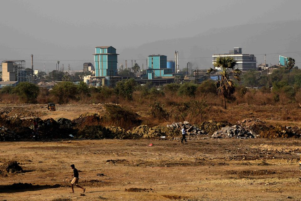 4 polluting factories at Taloja MIDC close down | mumbai news