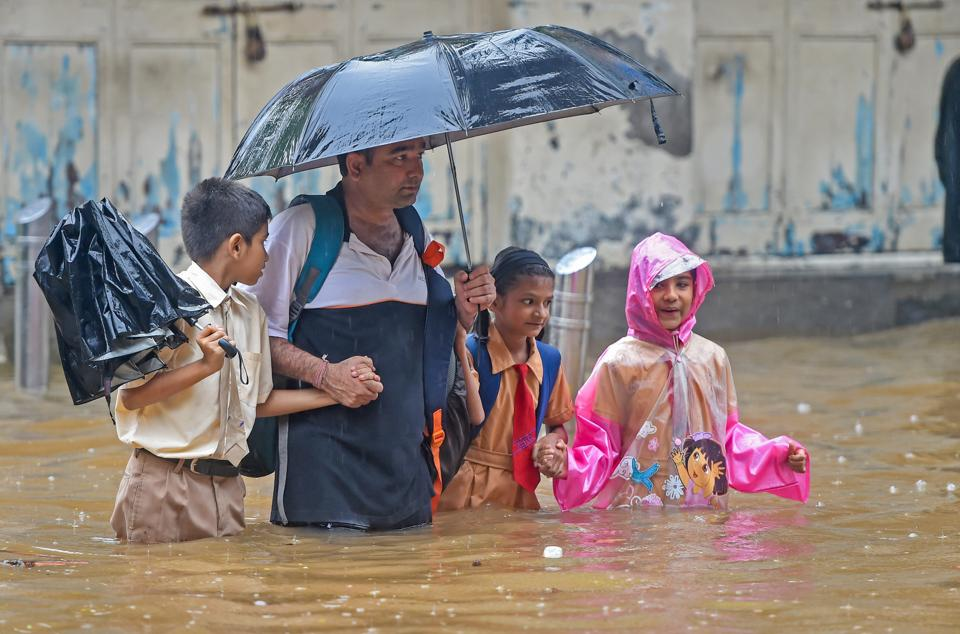 Private entities such as transport and food services, which do not aid citizens in distress after the BMC, will be punished under the Disaster Management (DM) Act this monsoon.