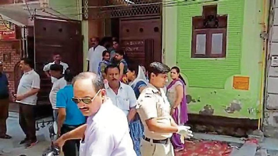 Around 8 am on Thursday, the Jagatpuri police station got a call that a man and his wife had been found dead at their house.