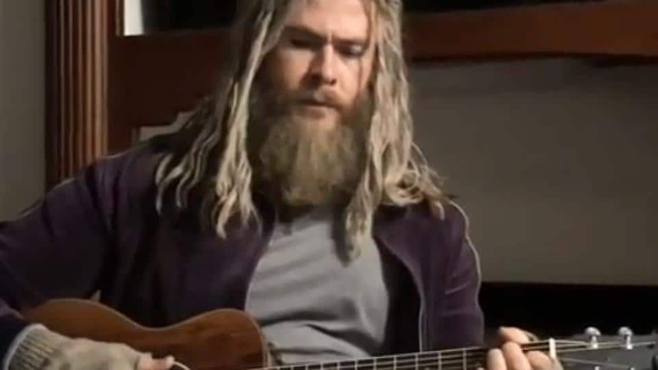 Chris Hemsworth sings Johnny Cash's song, Hurt, in a new Instagram video.