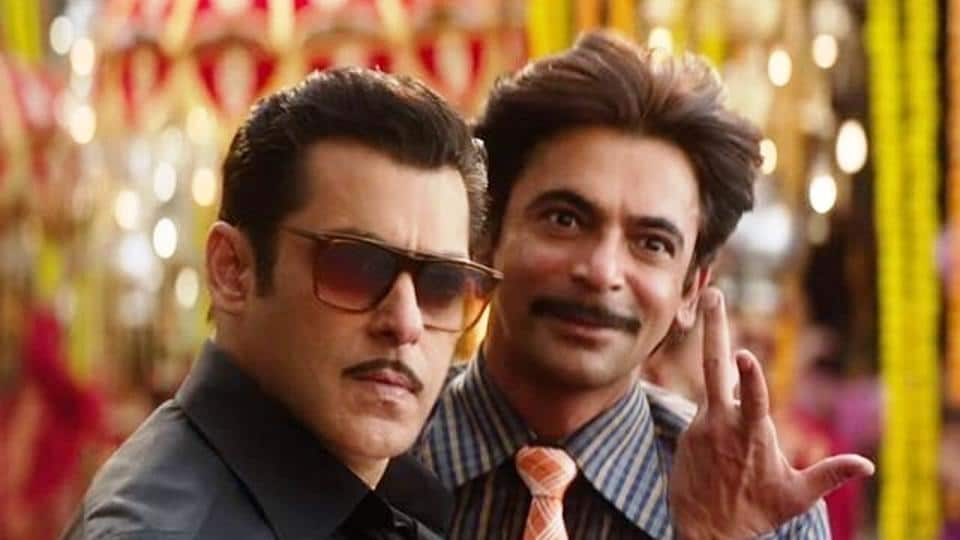 Salman Khan and Sunil Grover in a still from Bharat.