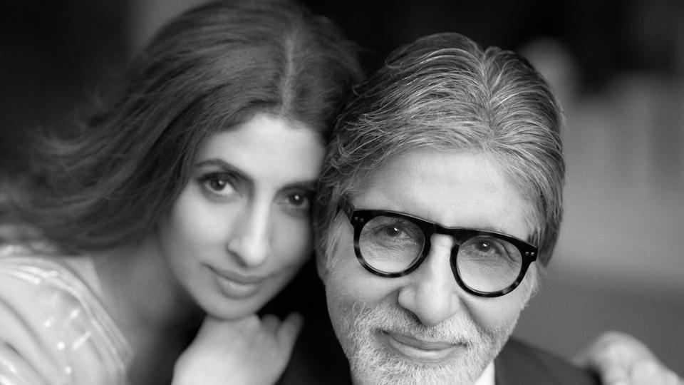 Shweta Nanda poses with her dad Amitabh Bachchan.