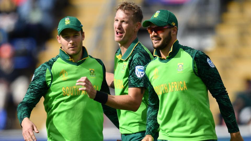 South Africa's Chris Morris (C) celebrates with teammates after the dismissal of Afghanistan's Ikram Ali Khil. (AFP)