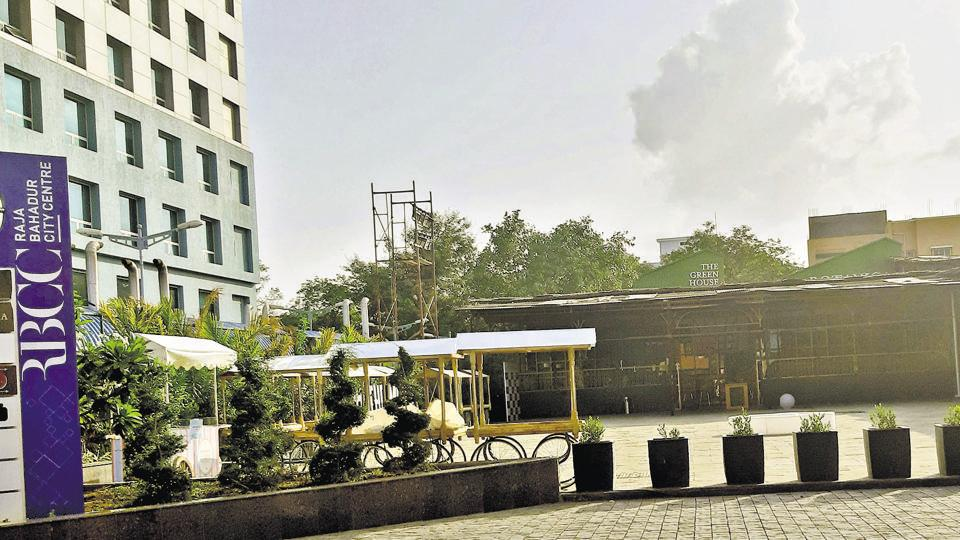 Pune police raid pubs, restaurants; 14 persons booked
