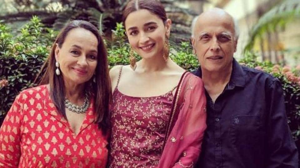 Alia Bhatt with father Mahesh Bhatt and mother Soni Razdan.