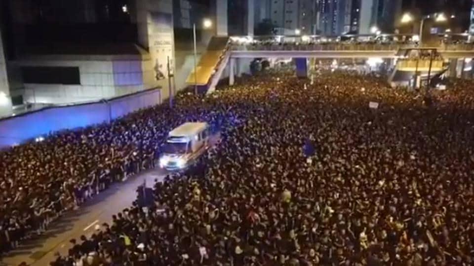 Protestors make way for ambulance in Hong Kong, win Twitter