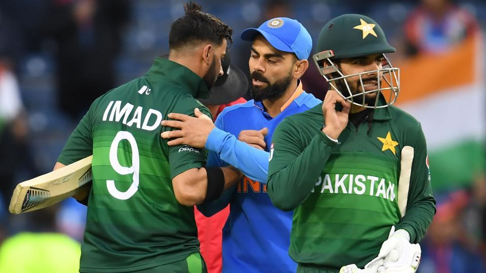 Ranveer Singh Hugs, Consoles Pakistan Fan After INDvPAK WC Match