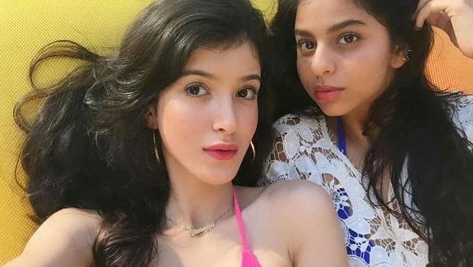 Shanaya Kapoor and Suhana Khan come together for a selfie.