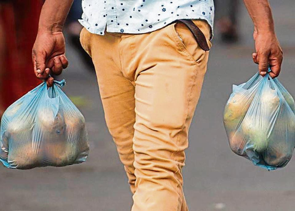Mumbaiites continue to use banned plastic.