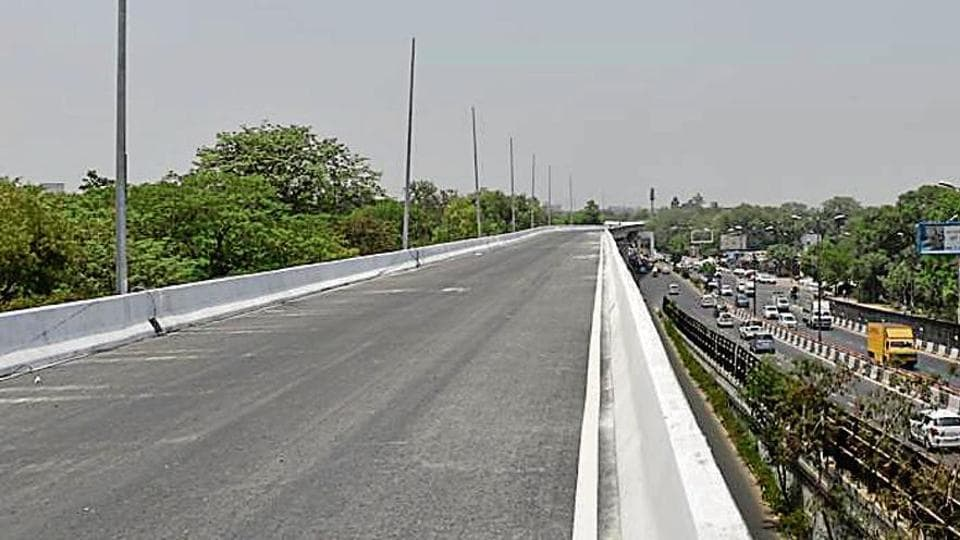 The flyover branches out of Munirka flyover and ends before Army Hospital near Subroto Park close to National Highway-8.