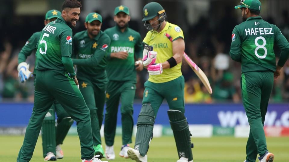 Pakistan's Mohammad Amir celebrates taking the wicket of South Africa's Faf du Plessis with team mates. (Action Images via Reuters)