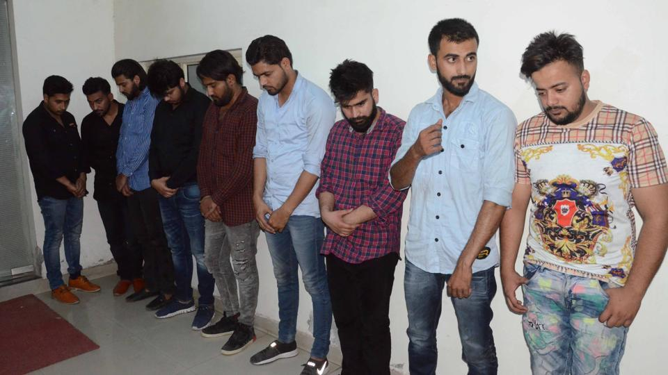 fake call centre busted in noida,noida police,crime
