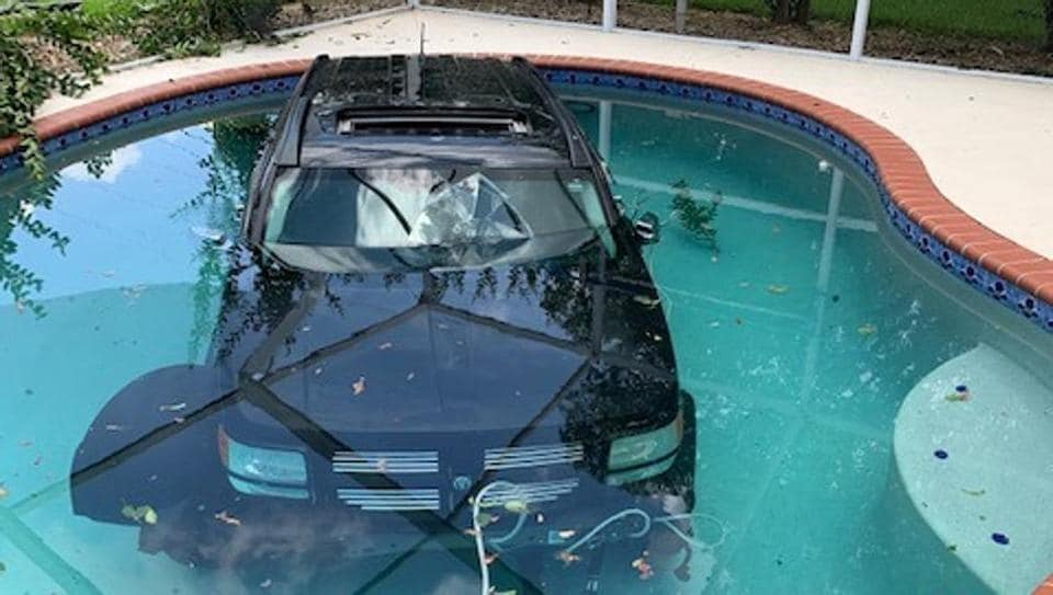 florida,car in pool,viral pictures