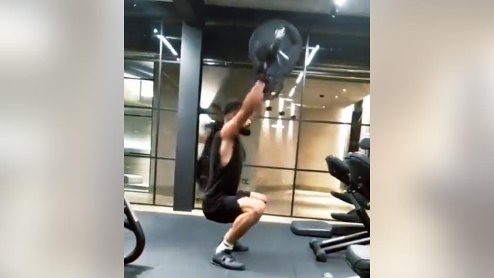 The video shows Kohli working out at the gym.