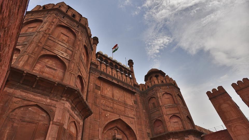 Over 350 years after Mughal emperor Shah Jahan laid the foundation stone for the monument, there had been many additions to the 250-acre Red fort complex, including barracks and other post-Independence buildings. Today, close to 400 post-Independence structures have been demolished, and the elegance of Mughal-era structures restored after due scientific treatment. (Burhaan Kinu / HT Photo)