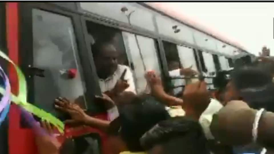 Kumaraswamy lashing out at employees of a thermal power plant, who were protesting in front of his cavalcade in Raichur district. (Photo ANI)