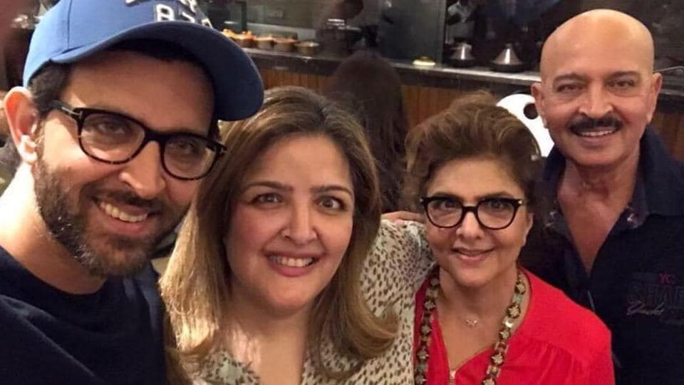 Hrithik Roshan and Sunaina pose with their parents.