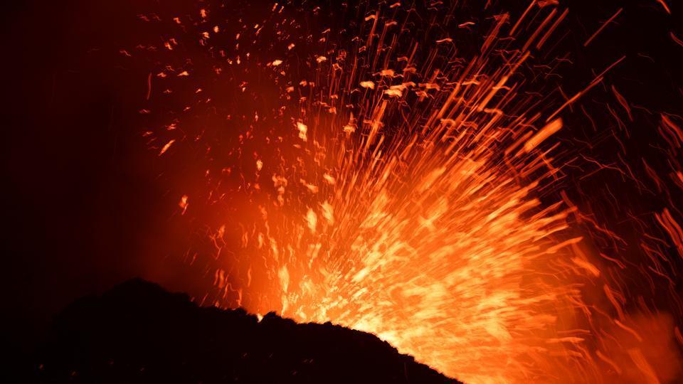 Papua new guinea,volcano,ash