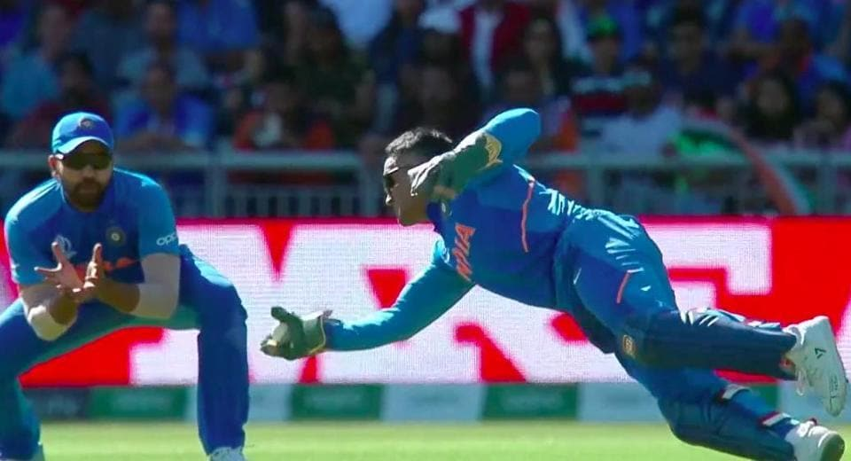 MS Dhoni takes a stunning catch