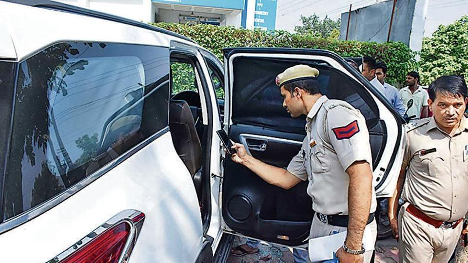 Police investigate the car in which Vikas Choudhary was shot in Faridabad on June 27, 2019. (Photo by Subhash Sharma/Hindustan Times)