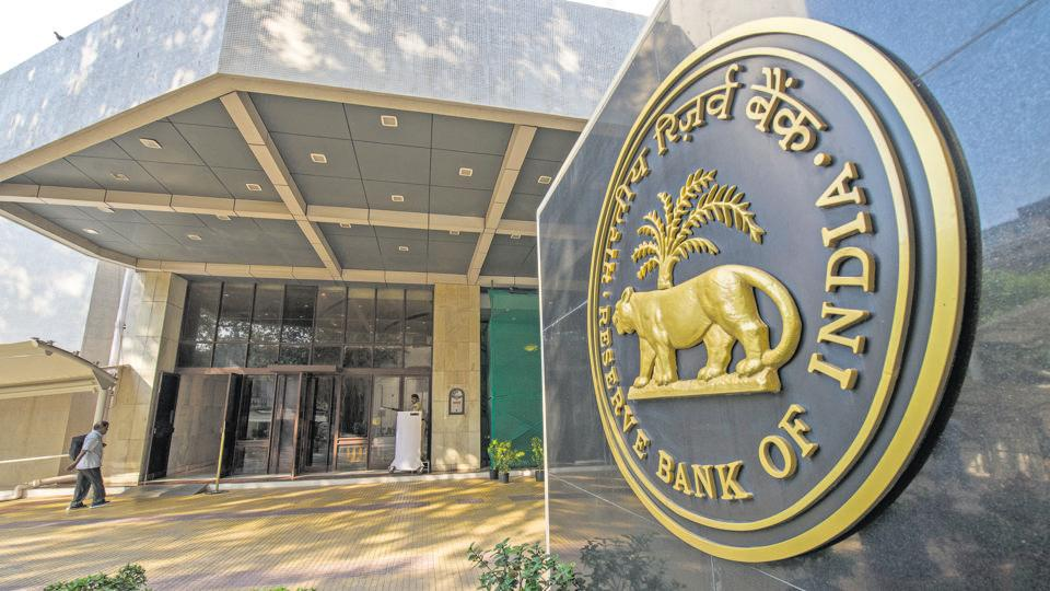 Banks and mutual funds reduced lending to NBFCs and HFCs, creating a cash crunch and forcing the shadow lenders to sell assets and cut back on new loans. (Photo by Aniruddha Chowdhury/Mint)