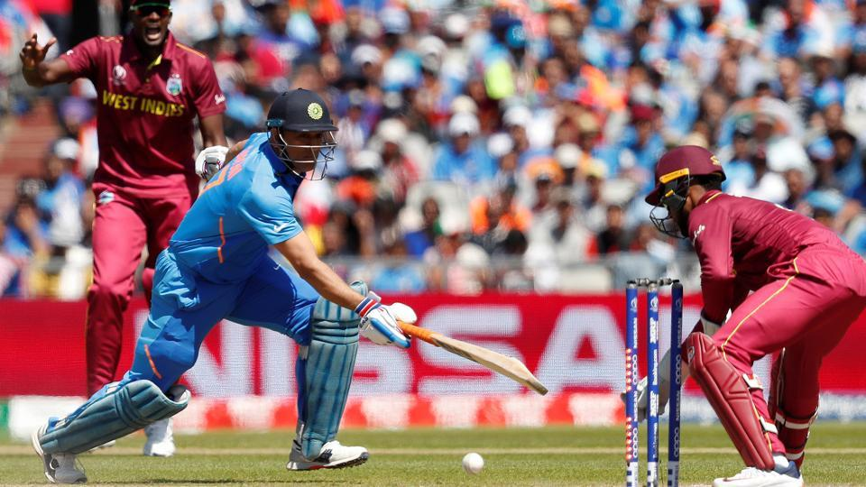 MSDhoni survived a stumping chance.