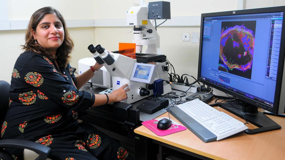Mahak Sharma at work in the IISER lab in Mohali.