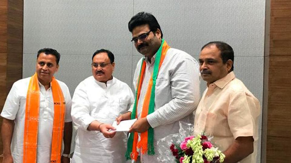 New Delhi, June 26 (ANI): Telugu Desam Party (TDP) Spokesperson Lanka Dinakar joins Bharatiya Janata Party in presence of Working President Jagat Prakash Nadda at BJP headquarters in New Delhi on Wednesday. (ANI Photo)