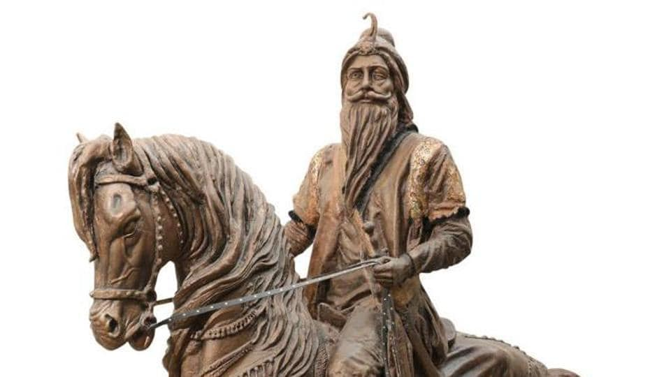 Life-size sculpture of Maharaja Ranjit Singh unveiled in Lahore