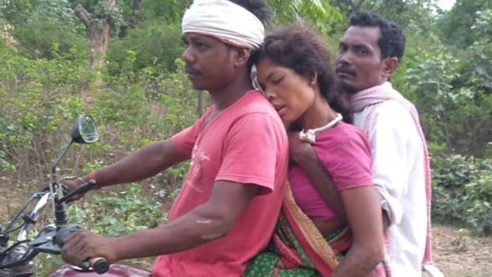 30-year-old Shanti Devi's family had to cover a distance of more than 10 kilometres from her home, in the absence of a functional ambulance to escort her to the health centre.