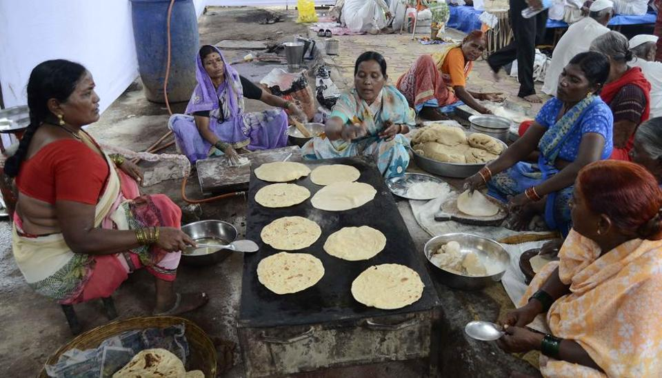Warkaris of a dindi prepare food for other members at Nana peth on Thursday.