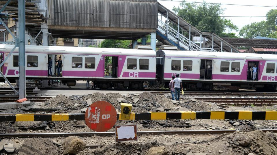 On the Central Railway (CR) alone, 1,022 commuters died owing to track crossing incidents.
