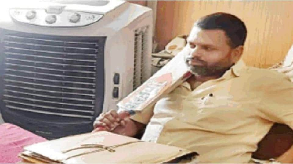 """After Akash Vijayvargiya, a BJP MLA, assaulted an official with a bat, a youth leader of the party landed at the municipality office here, wielding the same 'weapon' """"to send a message""""."""