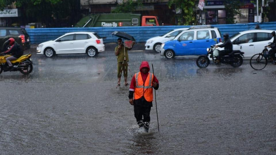 Tweeple shared videos and images showing the difficulties people faced during and after rainfall in Mumbai.