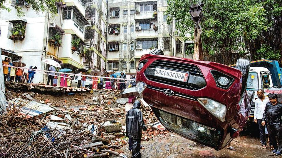 Wall collapsed on 5-6 cars at Ekveera Darshan society at Asalpha in Mumbai.