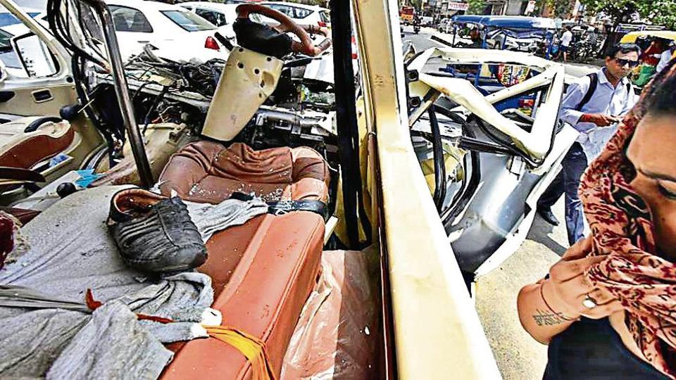 3 killed, 10 injured in accident on NH-24 | cities