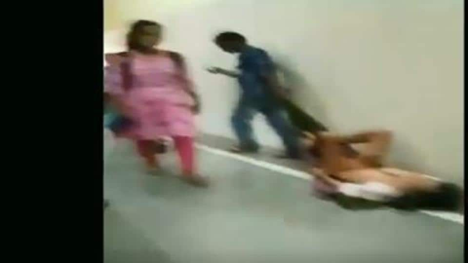 The staff at Netaji Subhash Chandra Bose (NSCB) Medical College in Jabalpur were caught on camera dragging a patient to the X-Ray room on a bed sheet.