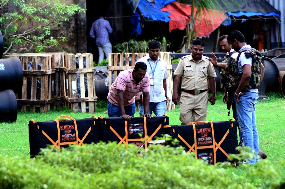 A police team along with the bomb detection and disposal squad (BDDS) had reached the spot and found a three-inch thick cement block which had four wires attached to an analogue clock inside the box.
